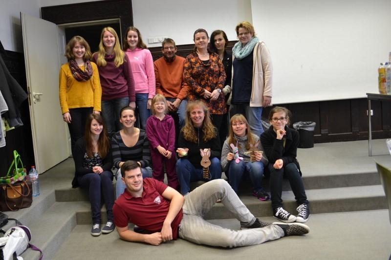 Gruppenbild HHS-Osterbasteln 2015