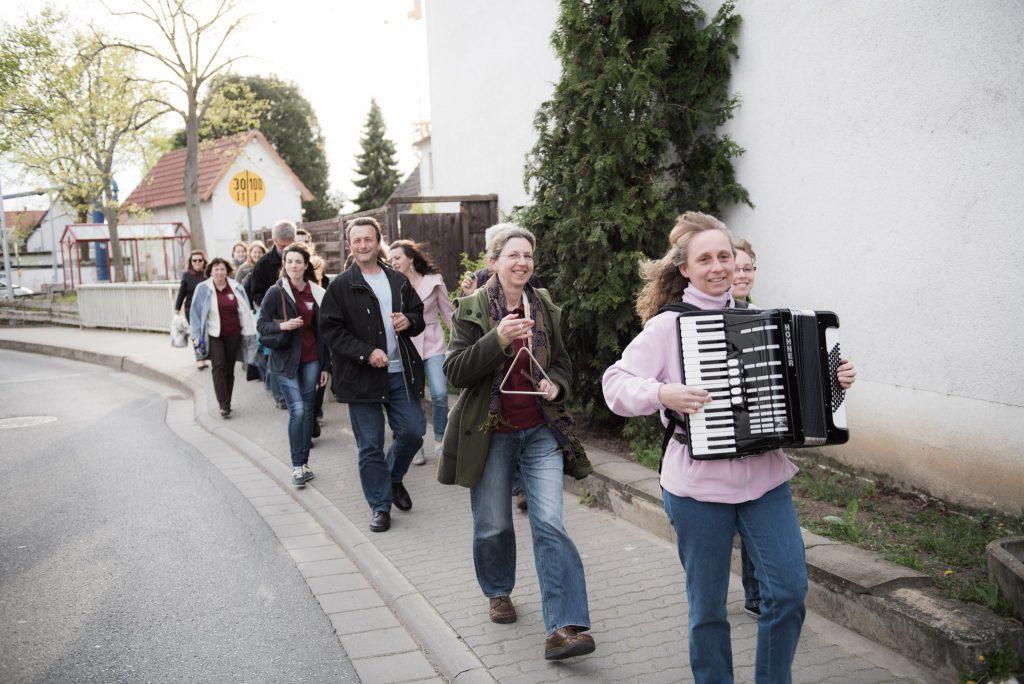 Einmarsch mit Akkordeonmusik
